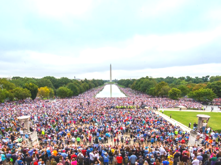 tens of thousands pray for President Trump